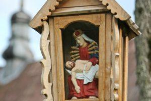 Vilniaus savivaldybė neskuba pritarti koplytstulpiui prie Seimo