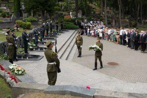 Bylą dėl antkapių sovietų kariams nutraukęs paveldosaugininkas nubaustas pagrįstai
