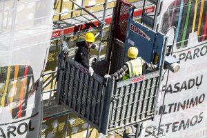 Labai trūksta statybininkų renovuoti daugiabučiams