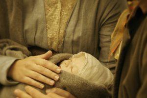 """Serialo """"Paveldėtoja"""" užkulisiai: nuo netikro kūdikio iki surakinto žandikaulio"""