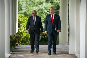 Junckeris: ES pasirengusi atsakyti, jeigu JAV įves tarifus automobiliams