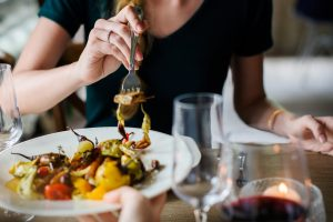 Specialistė pataria, kaip valgyti norint nepriaugti svorio