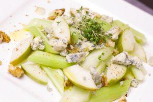 Greitai pagaminamos salierų ir parmezano salotos