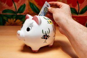 Tyrimas: tik pusė Lietuvos gyventojų yra finansiškai pasiruošę netikėtumams