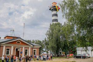 Prie Klaipėdos uosto švyturio – ažiotažas