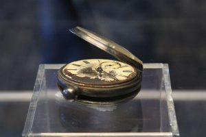"""Aukcione parduotas kišeninis laikrodis, priklausęs žuvusiam """"Titaniko"""" keleiviui"""