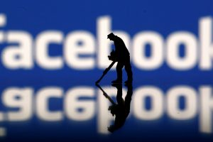 """Jungtinės Tautos: """"Facebook"""" pernelyg plačiai apibrėžia terorizmą"""