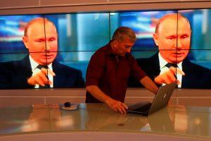 Krentant V. Putino populiarumui, Rusija pristato naują prezidento šou