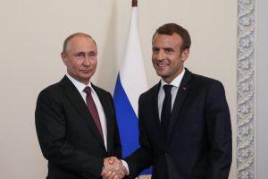 """Kremlius atmetė E. Macrono teiginį, kad V. Putinas nori """"sugriauti"""" ES"""