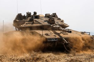 Izraelis ir vėl pagrasino atakuoti Irano taikinius Sirijoje