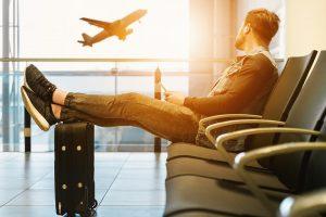 Gudrybės baigėsi: avialinija keleivį padavė į teismą už keliautojų gudrybės naudojimą