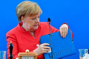Vokietijos vidaus reikalų ministras A. Merkel pateikė ultimatumą: turi 2 savaites