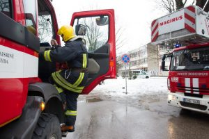 Sujudimas Kėdainių rajone: ugniagesiai lekia į medžio apdirbimo bendrovę