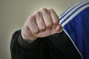 Smurto proveržis Pakruojo rajone: globos namuose sumuštas vyras