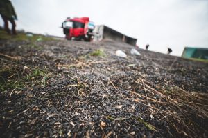 Nelaimė kelyje Klaipėda – Dituva: nuo kelio nuvažiavo ir apvirto automobilis