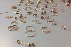 Juvelyrinių dirbinių prekyba uostamiesčio verslininkei aukso kalnų neatnešė
