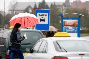 Užmojo suvienodinti uostamiesčio taksi neatsisako