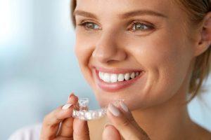 Dantų tiesinimas skaidriomis kapomis: nematoma, komfortiška