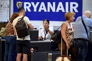 """""""Ryanair"""" streikas verčia atšaukti skrydžius visoje Europoje"""