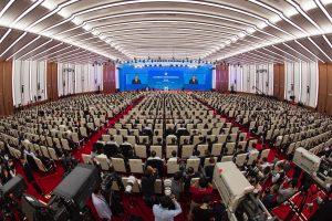 Kinija žada mažesnius muitus ir daugiau importo