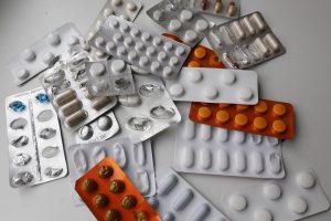 """""""Maxima"""" pradėjo prekiauti nereceptiniais vaistais"""
