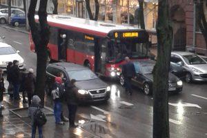 Miesto centre – autobuso ir automobilio avarija