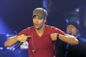 Du dainų kūrėjai kaltina E. Iglesias pavogus jų dainą