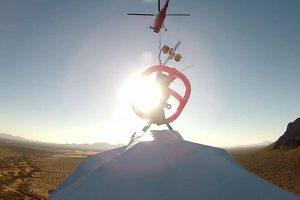 Iš arčiau: skrydis ant didžiausio pasaulyje popierinio lėktuvėlio