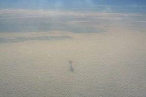 Antžemiška: keleivis pro lėktuvo langą nufotografavo paslaptingos būtybės miražą