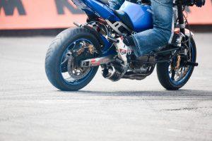 Už sužalotą pėsčiąją motociklininkui gresia kalėjimas