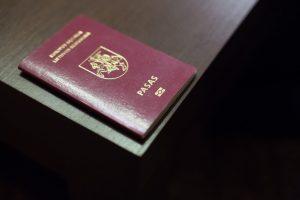Iš Lietuvos kaunietis spruko apsirūpinęs padirbtu pasu