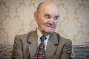 Šimtamečio ilgaamžiškumo paslaptis: vėlyva santuoka ir sumuštiniai su česnaku