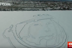 Rusijoje iš sniego sukasė J. Gagarino veidą