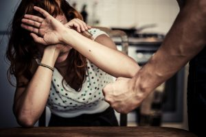 Jurbarke žmoną sumušė kariuomenės šarvuočio vairuotojas