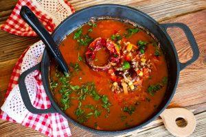 Pomidorų sriuba su vynu