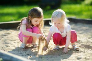 Smėlio dėžės: kada vaikams uždrausti žaisti?