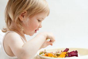 Sveika mityba: kaip suvilioti vaiką?