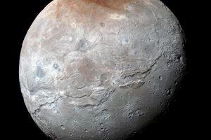 NASA spėjimai: didžiausiame Plutono palydove buvo požeminis vandenynas
