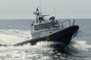 Kuršių mariose išgelbėti jachtos keleiviai