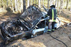 Bėgdamas nuo pasieniečių kontrabandininkas padegė automobilį