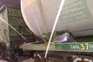 Iš Baltarusijos atvykusiame traukinyje – virve surištos cigarečių dėžės