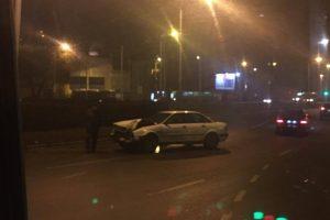 """Kauno centre susidūrė """"Audi"""" ir mikroautobusas"""