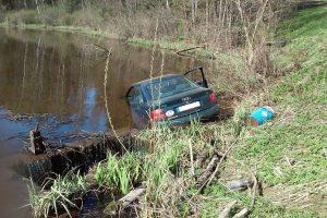Panevėžio regione automobiliai jau atidarė maudynių sezoną