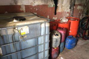 Sėkminga krata Petrašiūnuose: aptikta ir konfiskuota 5 tonos nelegalaus dyzelino