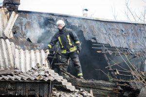 Kaune supleškėjo gyvenamasis namas, įtariamas padegimas
