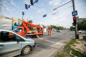Vairuotojus Kaune piktina ne tik prasidėjusios spūstys: ar laukiama didelių avarijų?