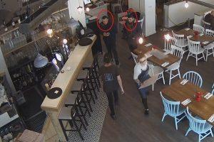 Laisvės alėjoje esančiame restorane – įžūli vagystė (gal atpažįstate šiuos vyrus?)