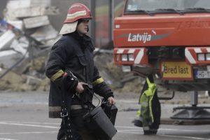 Rygos prekybos centre kilo gaisras, žmonės nenukentėjo