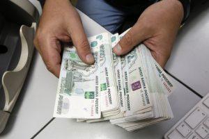 Rusijos eksportas sunyko beveik trečdaliu, importas – dešimtadaliu