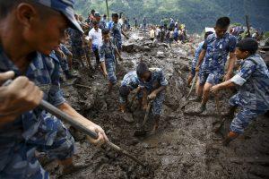 Po žemės nuošliauža Nepale rastas žuvęs ispanas ir du vietiniai vedliai